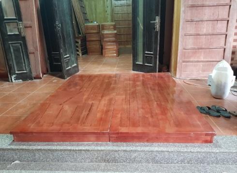 Dát phản ngủ gỗ tự nhiên gia đình có chiều dài 190cm rộng 150cm được làm bằng gỗ xoan hoặc gỗ quế tự nhiên được xấy khô chuyên nghiệp chống cong vênh co ngót và được sơn PU chống mối mọt.
